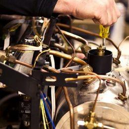 repairing-mc-450w-568821490